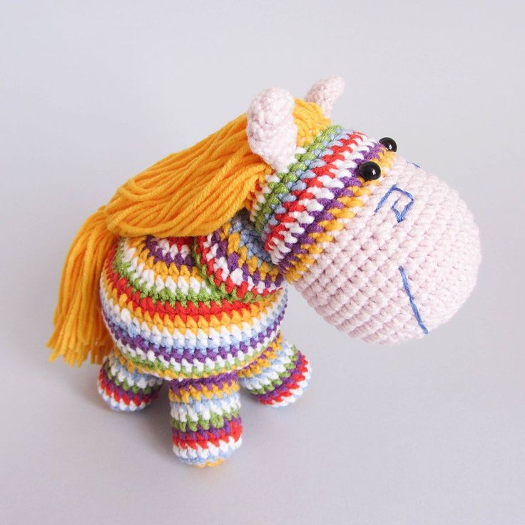 Crochet rainbow pony - free amigurumi pattern