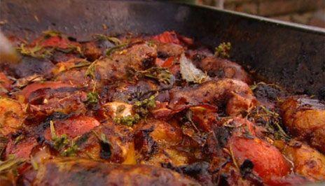 Allt-i-ett-gryta med tomater och korv | Recept.nu
