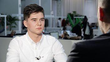 Šestnáctiletý kluk učí špičkové manažery mluvit. Projev lidí často nemá sebevědomí, říká Čtverák