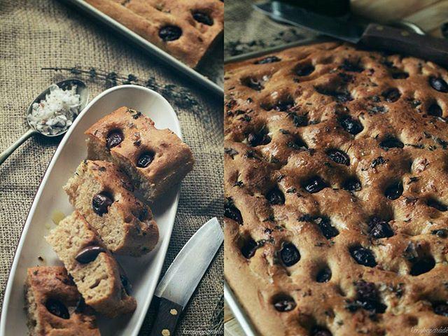 Black olive & thyme focaccia! Beautiful... Recepie on my blog www.konyhaparade.com  Recept a blogomon :) #foodporn #foodphotography #chefsoninstagram #blogger #konyhaparade #instalike #lovecooking #chef #foodie #food52grams #bloggersoninstagram #foodblogfeed #italian #bread #focaccia #blackolives #lovebaking #mutimiteszel