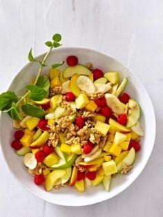 Obstsalat der Wunder: Jüngere Haut, perfekte Konzentration und ein starkes Immunsystem - mit diesem leckeren Frühstück geht das ganz leicht.