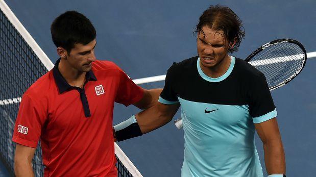 El español  Rafael Nadal derrotó hoy a su compatriota David Ferrer en un intrascendente pero emocionante duelo en el Masters de tenis de Londres y avanzó invicto a las semifinales del torneo, donde se medirá este sabado con Novak Djokovic. Noviembre 20, 2015.