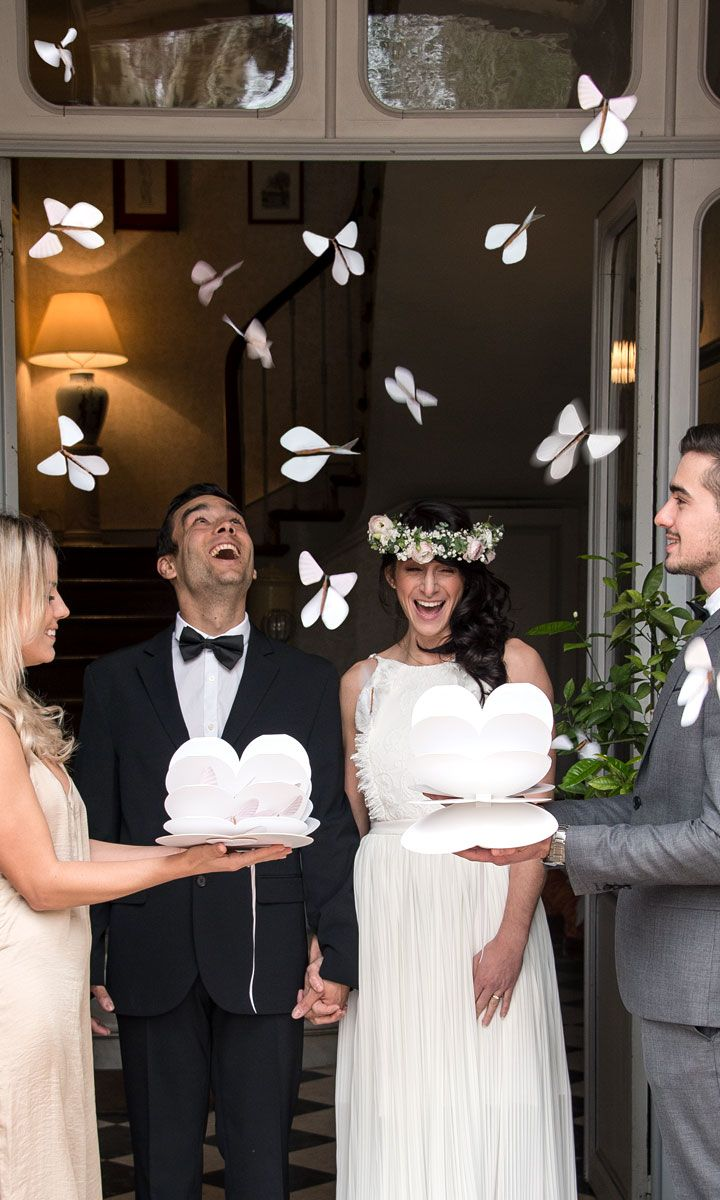 Des papillons magiques pour une sortie de mariage distinctive