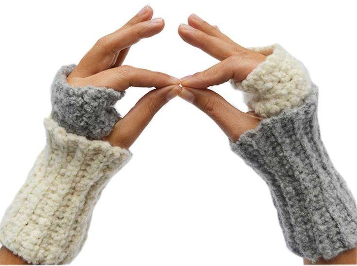 Fingerless gloves made with Gomitoli's new bouclè yarn Soft. Download free pattern http://www.gomitolis.it/english/news_sola.php?idnews=137