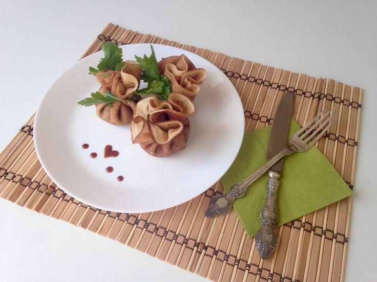 Ароматные, нежные, ажурные блинчики можно подавать с любой начинкой , даже сами по себе они получаются очень вкусными. В этот раз предлагаю приготовить блинчики с грибной начинкой и оригинально оф…