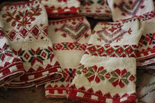 This is knitted in tvåändsstickning from dala floda by Karin Kahnlund.
