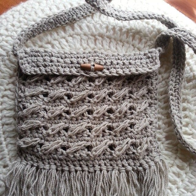 A little something for me #handmade #handcrafted #handbag#accessories#craft #crochet #crochetaustralia #wolfandyarzz #neutrals #fringing