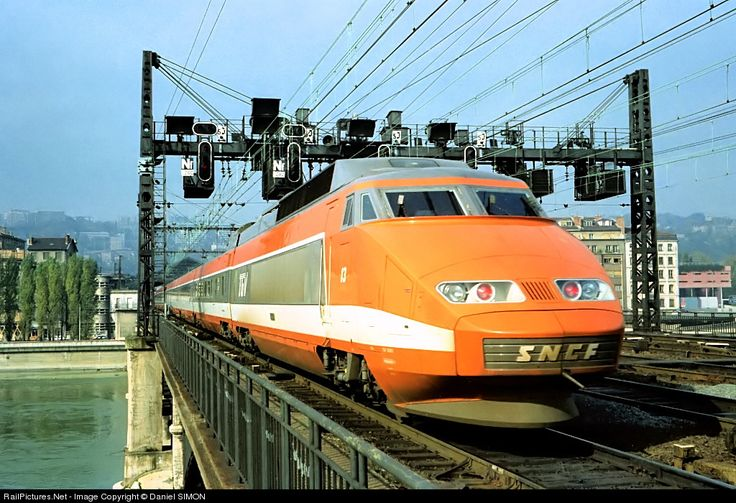 The 27th of september 1981 the first tgv line opened to for Appart hotel sud est