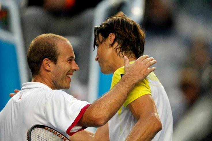 Olivier Rochus feliciteert Ferrer na zijn nederlaag tegen de Spanjaard op de Australian Open (2013)