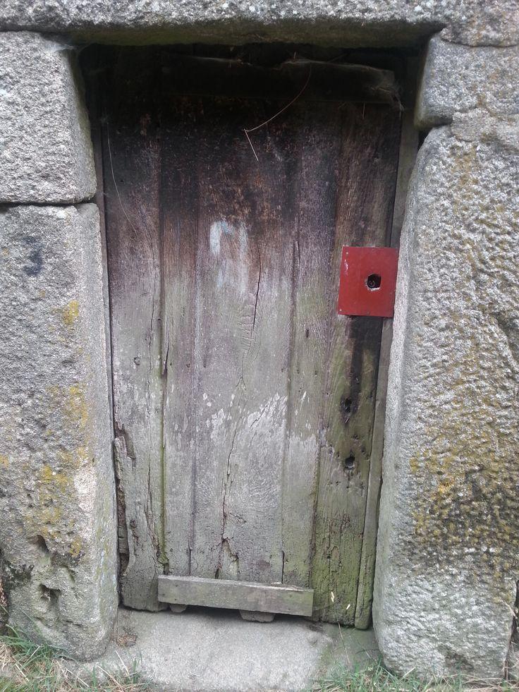 La serrure rouge. Gralhas (près de Montalegre).  Nord du Portugal 2013