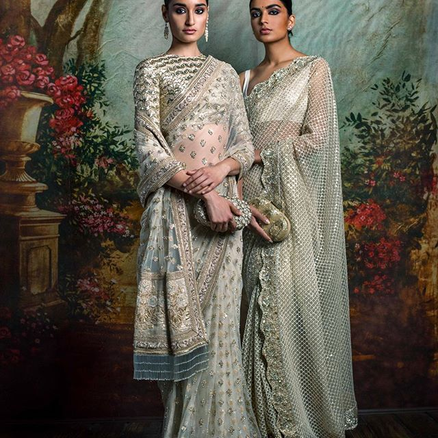#Sabyasachi #HeritageBridal #SummerWeddings #DestinationWeddings #HandCraftedInIndia Jewellery by @kishandasjewellery #KishandasForSabyasachi #TheWorldofSabyasachi @sabyasachiaccessories
