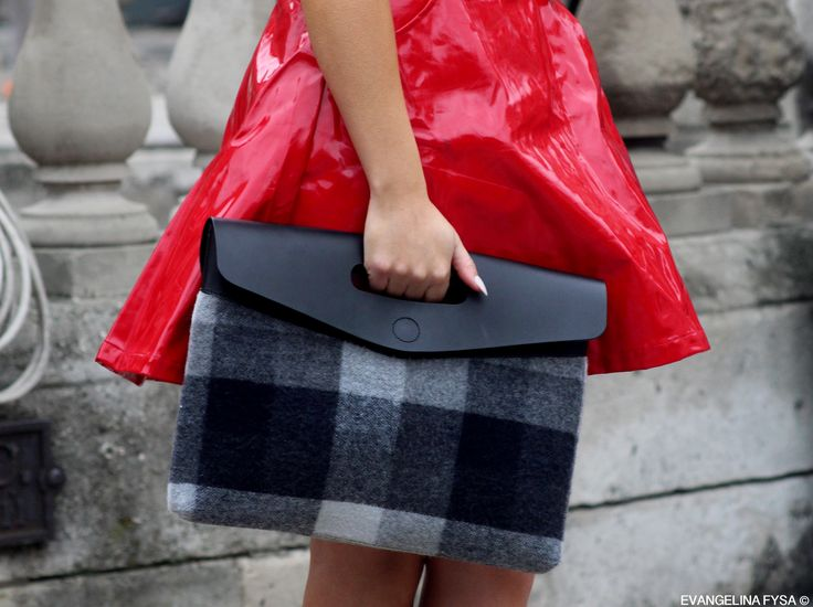 Vibe: Remember 1993? Well it's back. A subtle punk influence is evident - laminated leather dress in a vibrant red and a tartan clutch to go. Doesn't it all seem nostalgically reminiscent of what Versace embodied in the early 90s?