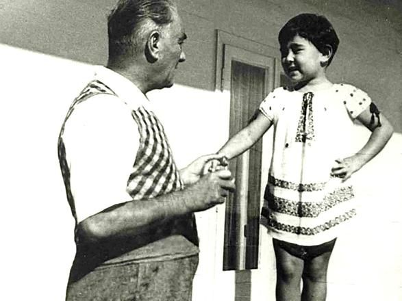 Cumhuriyet Gazetesi - (Fotoğraf) Mustafa Kemal Atatürk ve çocuklar