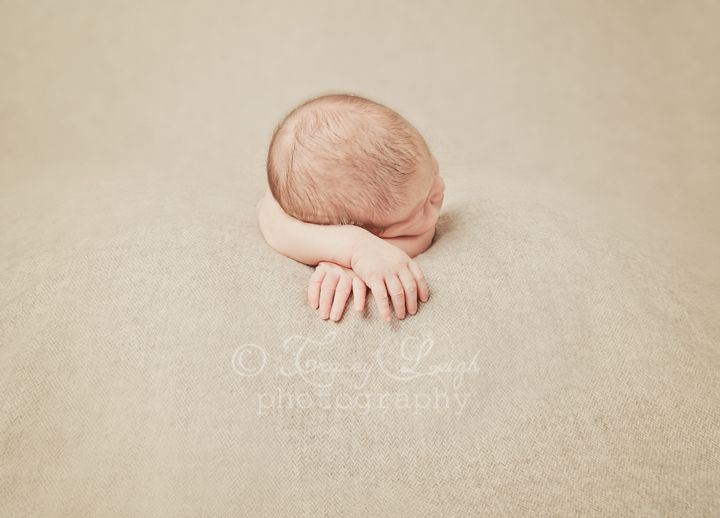 Newborn portrait photography poses ideas photographer session baby props