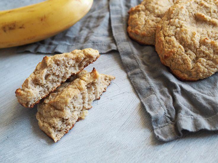 Recept: Frukosttips – Bananscones. Dessa paleo, glutenfria och mjölkfria scones på banan och kokosmjöl är snabba, enkla och supergoda!