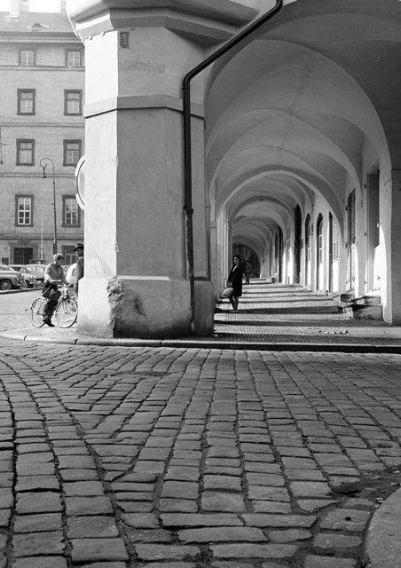 Podloubí (931) • Praha, říjen 1960 • | černobílá fotografie, Malostranské náměstí, dlažba, podloubí, kluk na kole |•|black and white photograph, Prague|