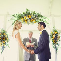 Sunsoaked yellow wedding in Pennsylvania by Brooke Courtney Photography, gorgeous colour inspiration for spring.
