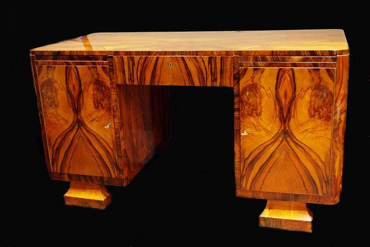Meble na pokolenia,piękne trwałe i wizjonersko wyprzedzające swoją epokę, takie właśnie są meble art deco pochodzące ze staranie wyselekcjonowanej przez rodzinę Kudelskich kolekcji.