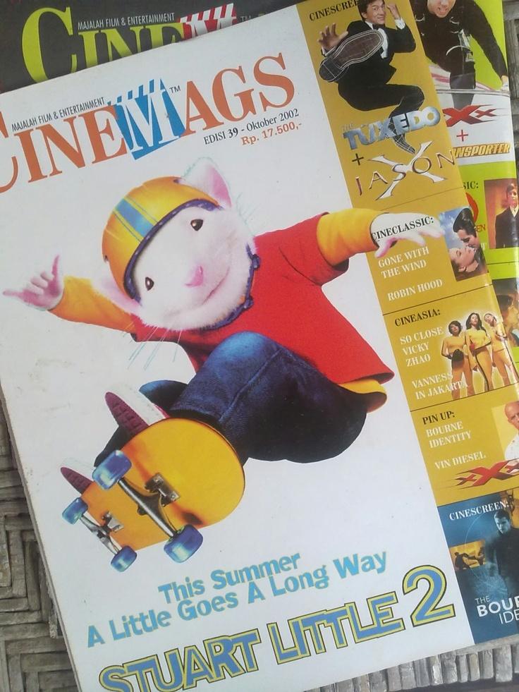 Backcover CINEMAGS edisi 39: STUART LITTLE 2. Kisah Stuart dan keluarga Little berlanjut, kali ini tikus putih ini bersahabat dengan Margalo si burung kenari kuning dan berhadapan dengan Falcon burung elang pemangsa.