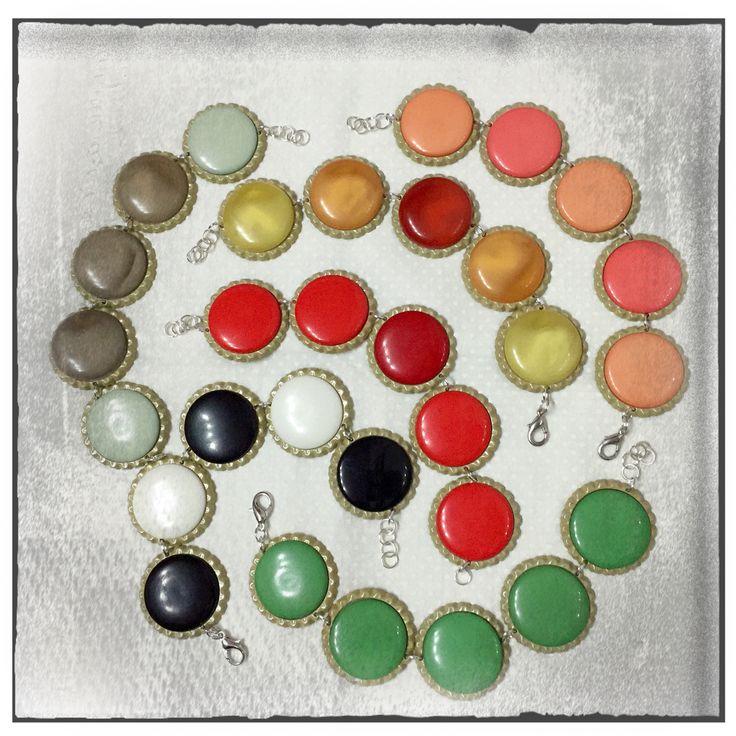 bracciali con bottoni vintage multicolor  bottle cup altered
