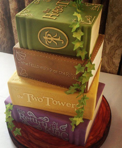 Lord of the Rings Wedding Cake......wow I love this!!!! My favorite books as a cake! :-)
