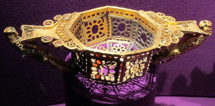 Coppa ottagonale da Pietroasele. Octagonal cup from Pietroasele hoard.