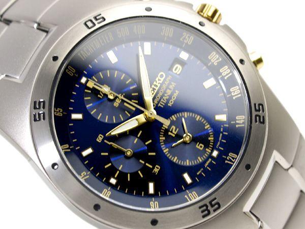 Montre Seiko Titanium chronographe, calibre 7T62, bracelet en titane, cadran bleu nuit et dorée.