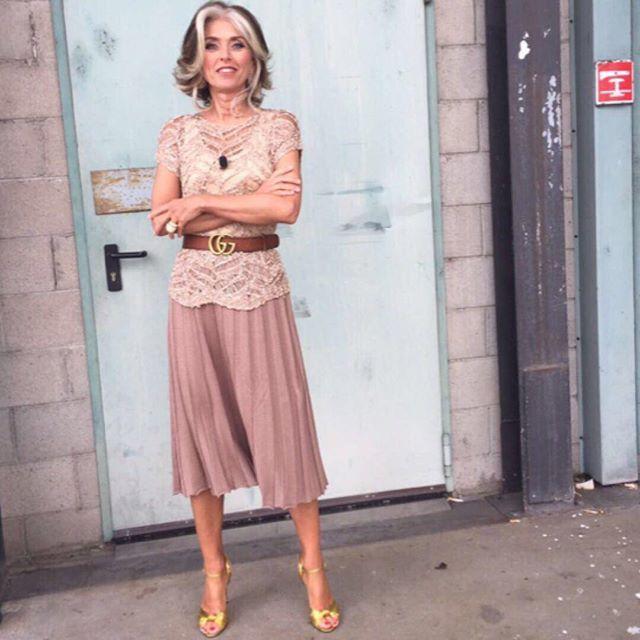 """Secondo appuntamento con """"Emergenza Armadio"""" a @TheReal_italia! Pronte per passare un pomeriggio in compagnia? Vi aspetto alle 16 su @tv8it !#IcosiglidiPaola #style #look #life #theREALit #tv #backstage #pink #abiti @falconeriofficial"""