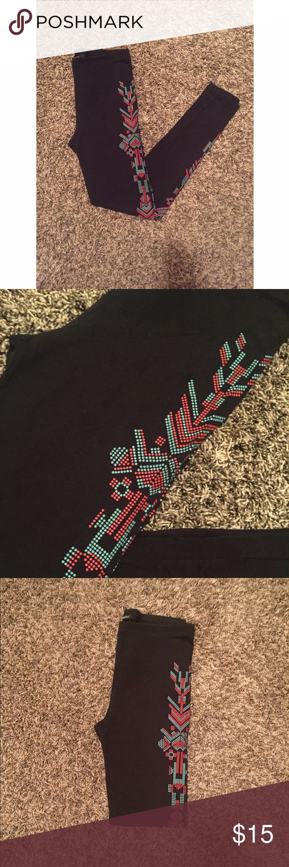 Forever 21 Geometric Aztec Print Leggings These are leggings from Forever 21. They are black and have a geometric aztec design going down each leg. The pattern is teal and a coral red. These are a medium. Forever 21 Pants Leggings