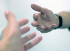 Wanneer een kind zich niet welkom voelt, wordt het #uitreiken verstoord en wordt #terugtrekken een patroon. #contact