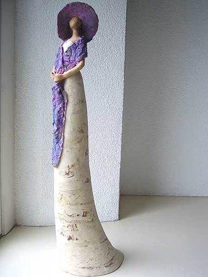 madam van Lea Wijnhoven | keramiek van gemengde klei en acryl,