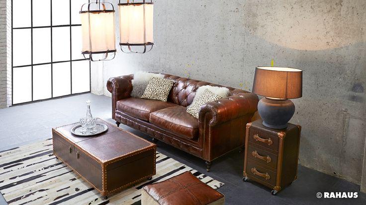 TRADITIONELL #Loft #Vintage #Leder #Chesterfield #Sofa #Möbel #Interior #Design #Einrichtung #furniture #Teppich #carpet #lamp #Beton #Rahaus