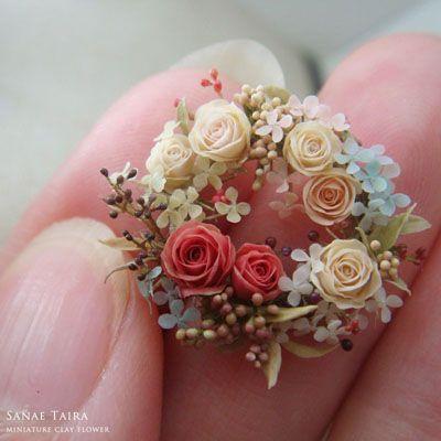 Miniature flower wreath