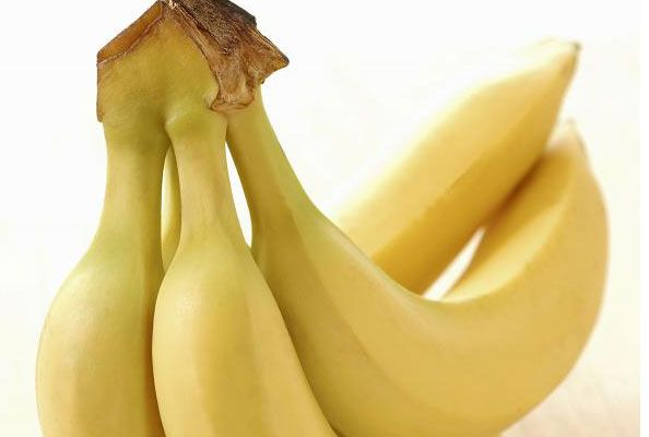 Best Foods to Eat an Hour Before Your Workout: Bananas (and other fruit), Oatmeal, Whole Grain Breads, & Fruit Smoothies
