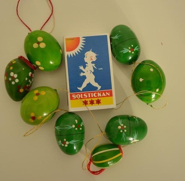 Vintage hölzerne Ostereier zum Aufhängen handbemalt in grünen Farben mit unterschiedlichen Mustern aus den 1960ern Erzgebirge, Deutschland. von VintageLoppisStyle auf Etsy