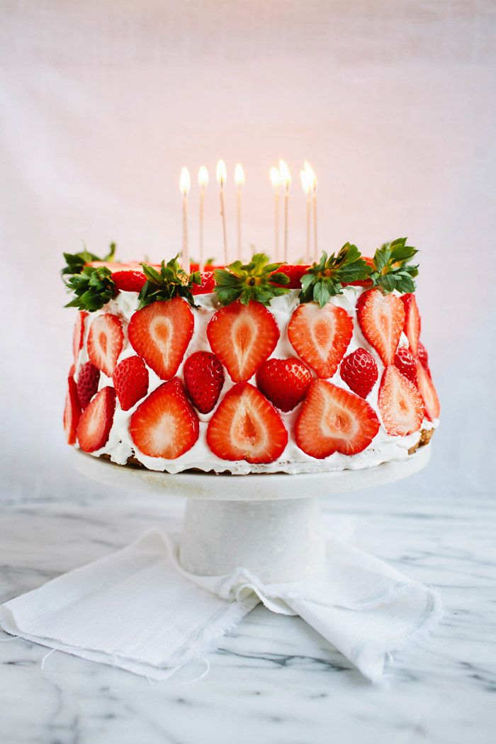 Angel Food Cake w/Strawberries and Cream - Love the decoration!