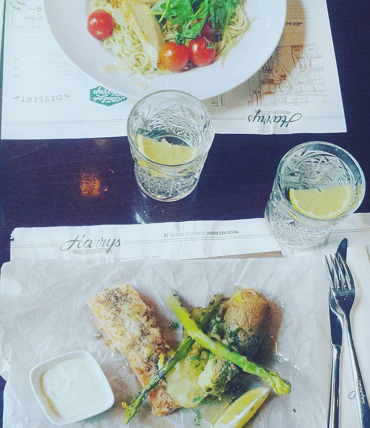HARRYS Restaurangmat - lax/torsk, sparris, citron, sås, potatis? ... grillad bakad