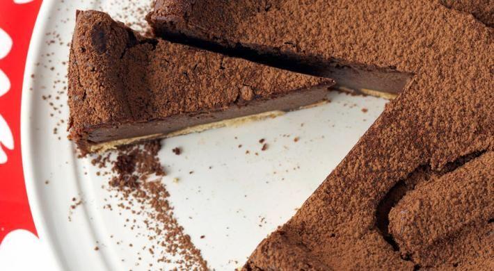 Varianta cu ciocolata a binecunoscutului desert cremos.