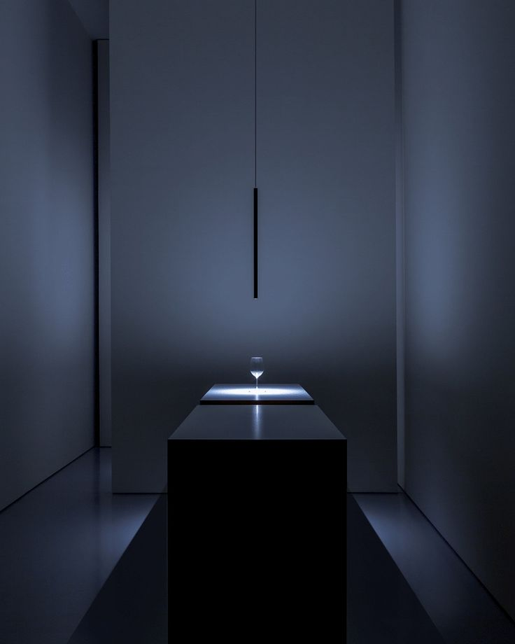 This lamp is so cool, its like the light comes out of nowhere and there's this beautiful line floating in space