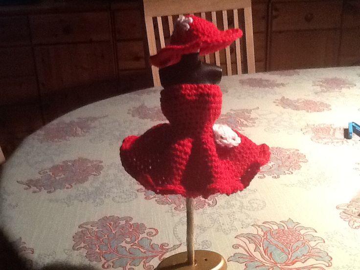 Kjole og hat til Barbie
