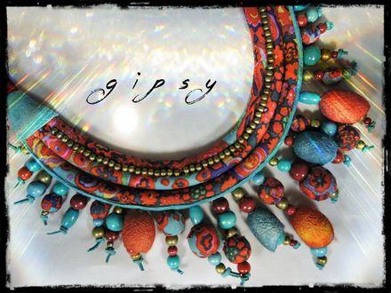 Collier GIPSY - 3 rangs - tissu multicolore à dominante rouge, grenat et bleu pétrole, perles bois, boules de ouate et cocons  : Collier par medidoi