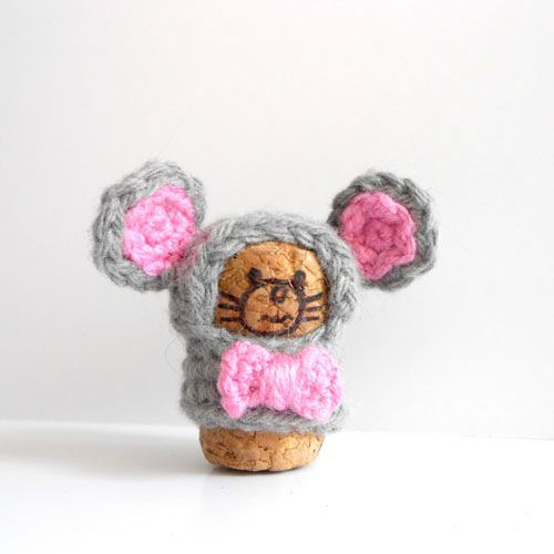 Cork Animals! Look at how cute that little mouse is! Now where do I find wine corks?!