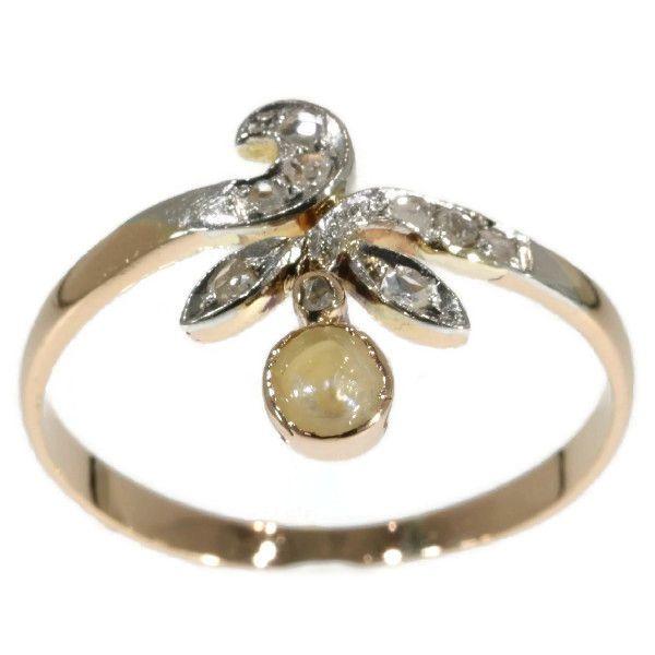 Online veilinghuis Catawiki: Tweekleurige gouden Victoriaanse ring met roosslijpsel en parel in bloemmotief