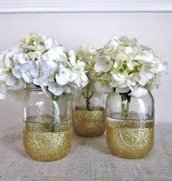 THIS! Mason jars, gold glitter and white hydrangea!
