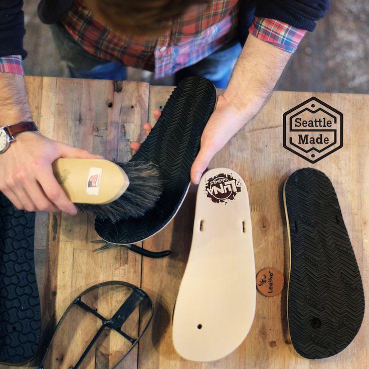 Les LunaSandals sont fabriquées à la main et arrivent directement de leur atelier de fabrication à Seattle aux USA. #5doigts #LunaSandals #Barefoot #chaussures #minimalistes