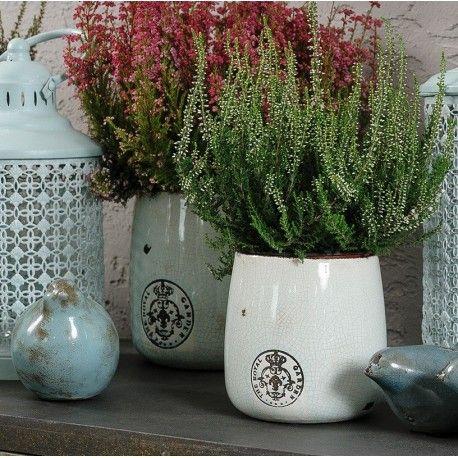 Osłonka ceramiczna o miętowym odcieniu ozdobiona wizerunkiem lilijki.