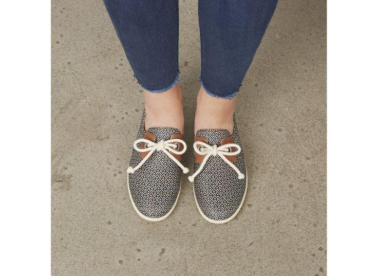 74a00a63349b15 Découvrez notre e-shop et faites vous livrer vos chaussures Armistice  symbole de détente. Tennis en toile et chaussures mixte de cuir, la gamme Stone  One