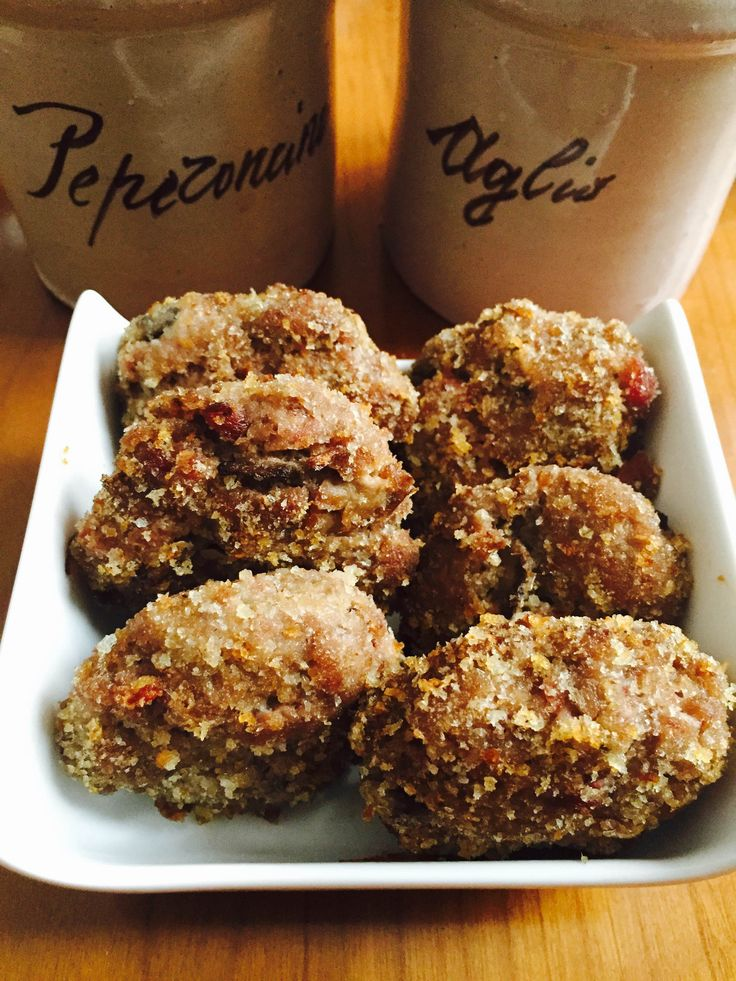 Le polpette speck e funghi sono un secondo piatto facile e veloce da preparare, pronto in pochi minuti, sono ottime anche per un buffet o come finger food.