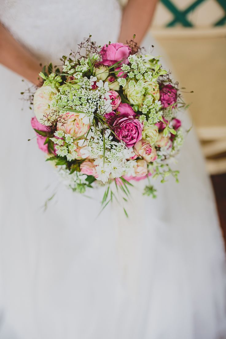 Summer bridal bouquet with roses Hochzeit Juni 2015   Credit: Franziska Molina Fotografie