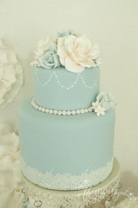 カップケーキタワー(リアルな食べられるカップケーキです^ ^)のトップに飾る為オーダーいただきましたクレイケーキです